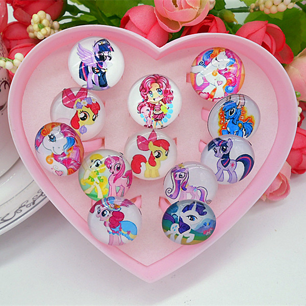 Color classification: 12 small burberr plastic heart-shaped ring box