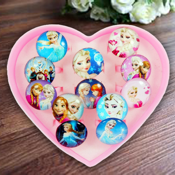 Color classification: 12 ice plastic heart-shaped ring box