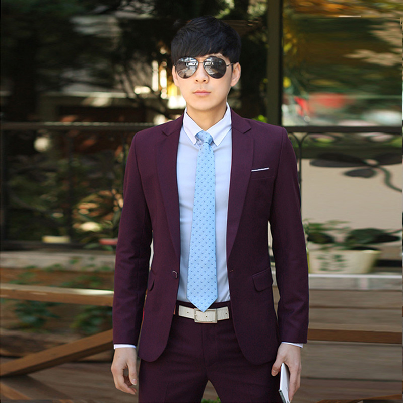 Color: A buckle Burgundy suit