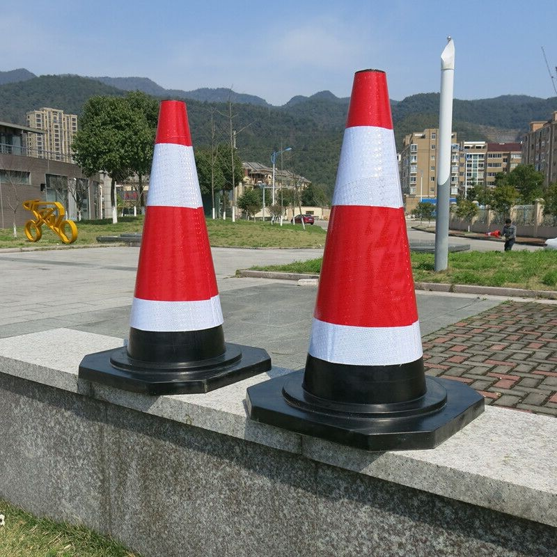 Global purchase of 8 Jin weighting rubber road cone, reflective cone, ice cream barrel barrel, 70cm traffic cone, warning cone, barrier cone intersection