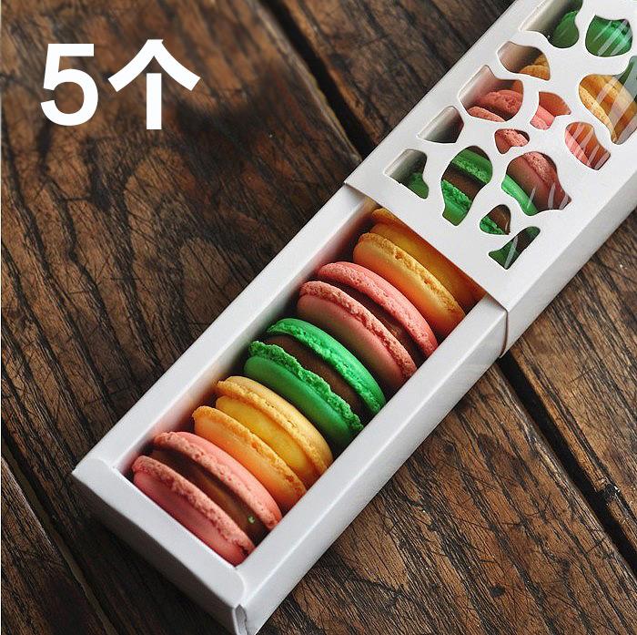 - puste opakowanie białe ciasteczko czekoladowe cukierki w polu 5.