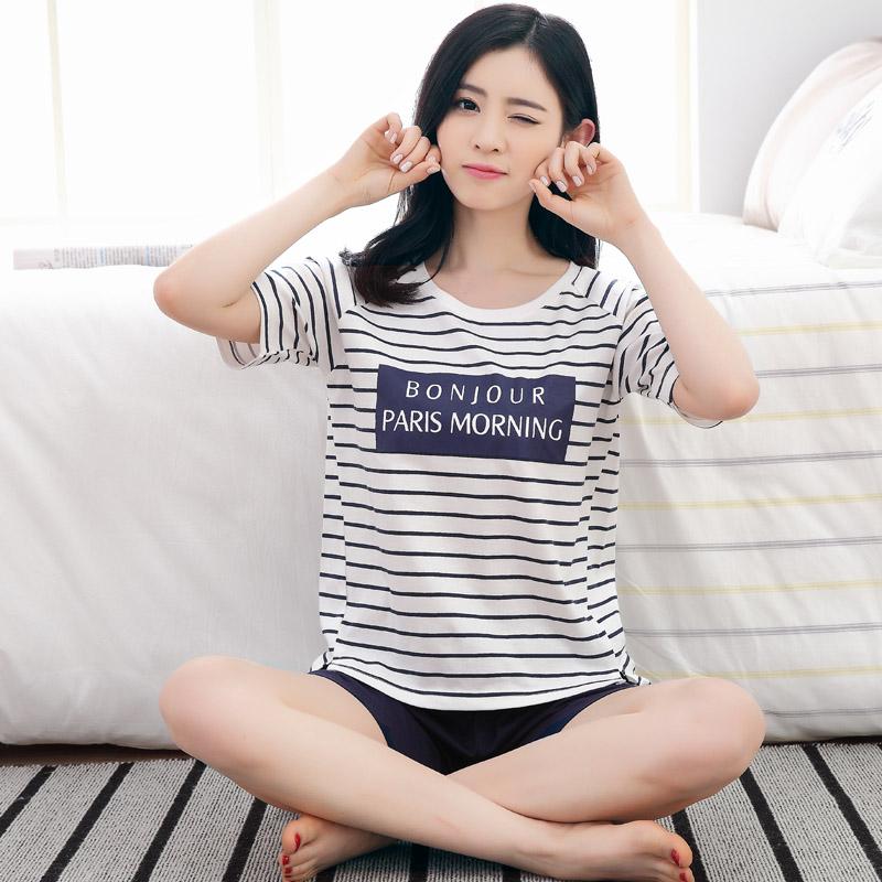 女字母条纹:短袖套装