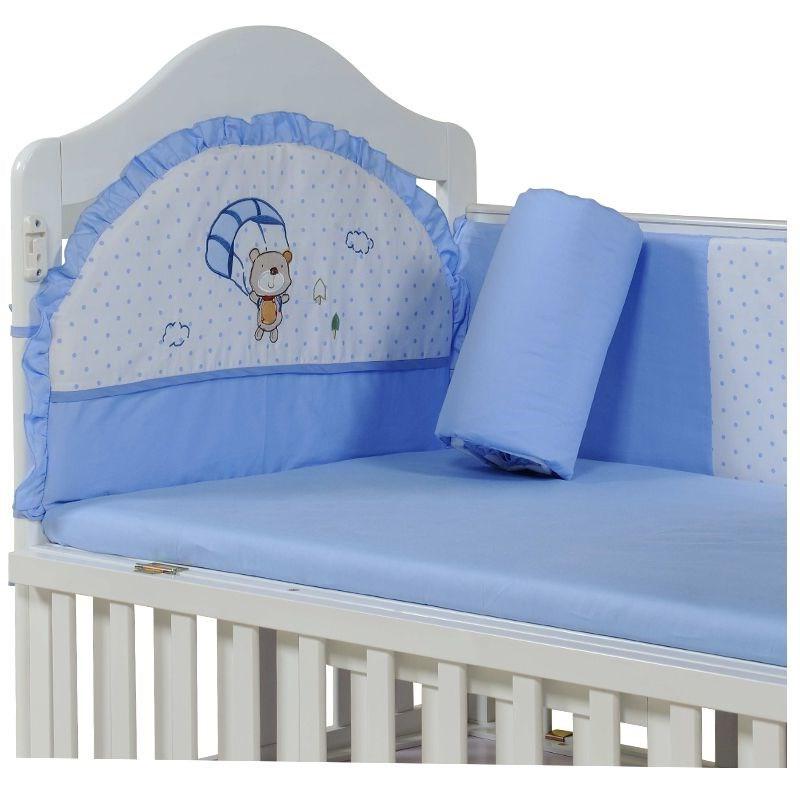 Η Ιαπωνία. Gy μωρό κλινοσκεπάσματα το φθινόπωρο και χειμώνα βρεφικό κρεβάτι μωρό μου κρεβάτι γύρω από τέσσερα σετ των νεογέννητων παιδιών