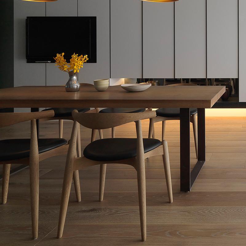 La table de fer moderne et simple de la Conférence de bureau de l'industrie américaine de rétro - vent loft table table rectangulaire en bois massif