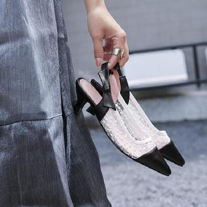2018年夏季新款尖頭蕾絲鏤空時尚潮流中跟單鞋職場氣質百搭涼鞋女