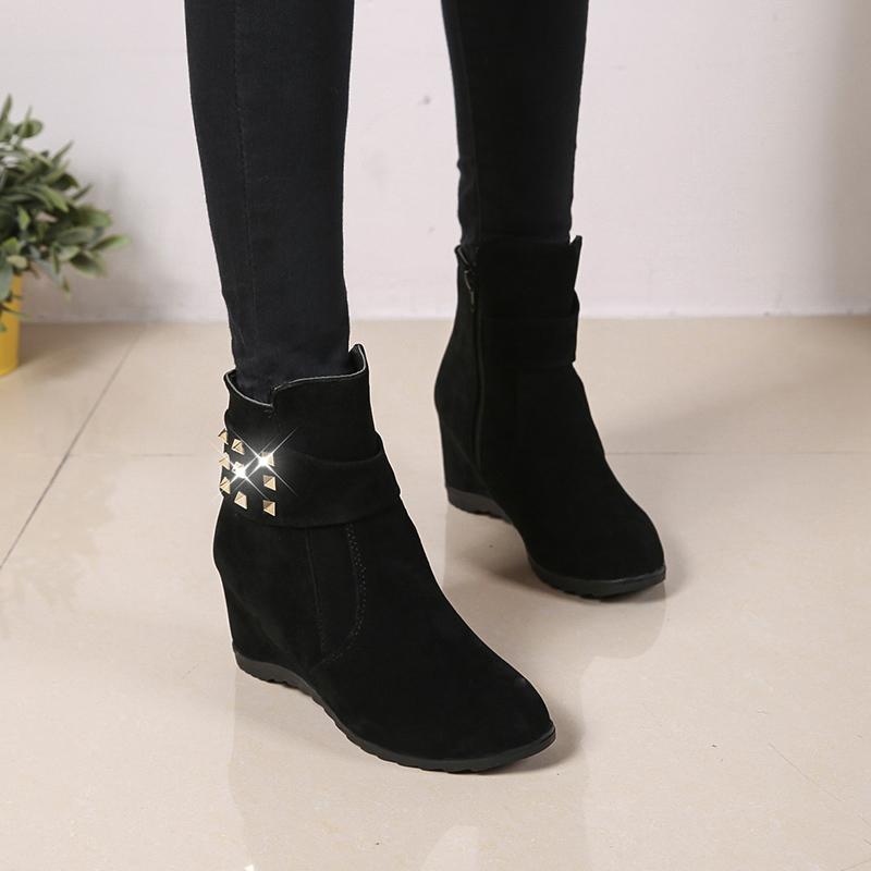 秋鼕新款女靴子鉚釘鞋子內增高鼕季棉鞋高跟短靴女馬丁靴春秋單靴