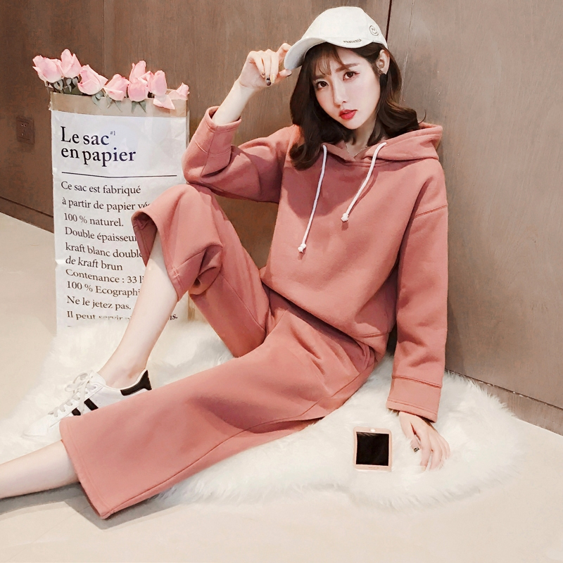 With two sets of female cashmere sweater thickened 2017 new winter hooded long sleeved shirt wide leg pants nine pants suit