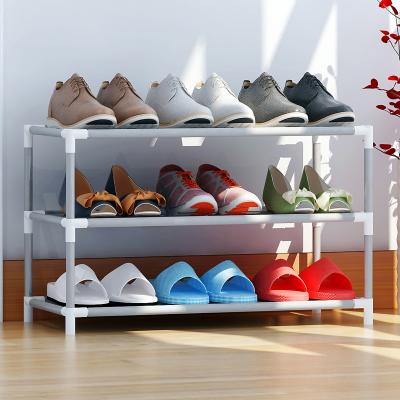 απλή ενίσχυση πολυεπίπεδη φοιτητές στην εστία σε ειδική παπούτσι μονό μικρές στενό μίνι κάτω από το κρεβάτι του παπούτσια.