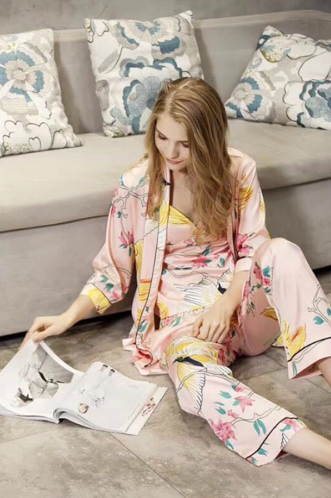 Four seasons can wear imitation silk long shorts, body printing, four sets of pajamas, ladies home clothes, holiday