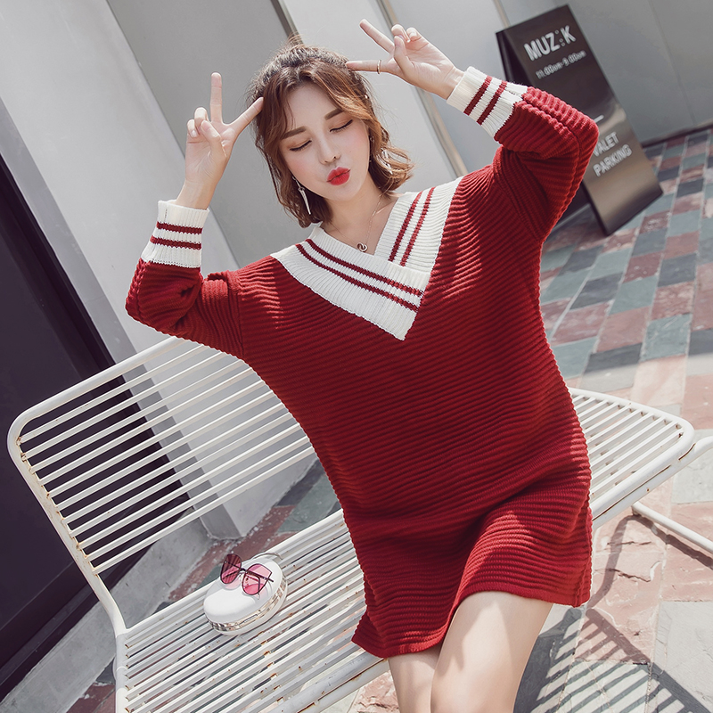 The 2017 year autumn new Korean version of the college students' Knitted loose V collar dress