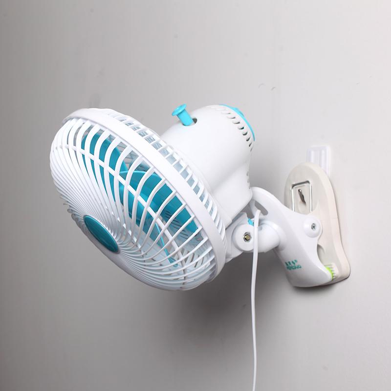 - koel - en klimaatregelingsapparatuur kleine huishoudelijke koelkasten. De ventilator koud water spuiten kleine stomme airco.
