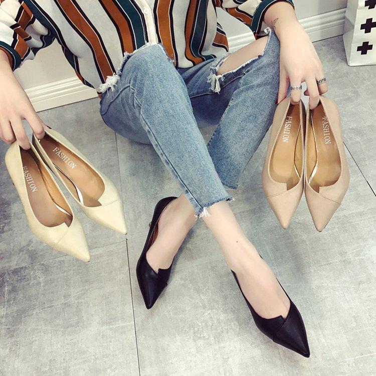 新款黑色高跟鞋職業女鞋正裝小碼女鞋尖頭細跟面試鞋中跟淺口單鞋