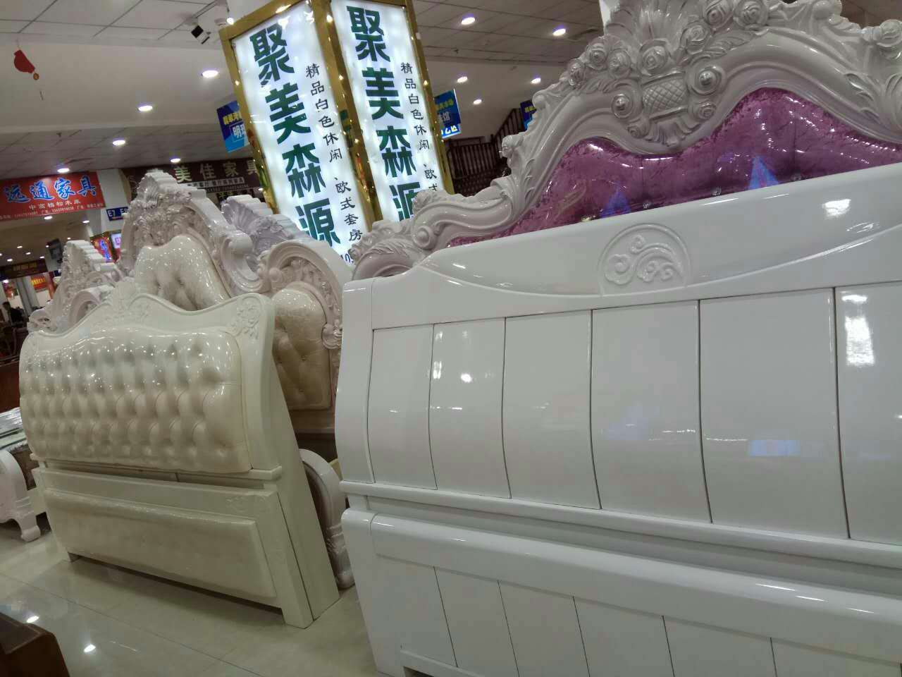 White 1.5/1.8 meters, double simple modern wedding bed, Chinese pine bed, solid wood paint bed, solid wood bed