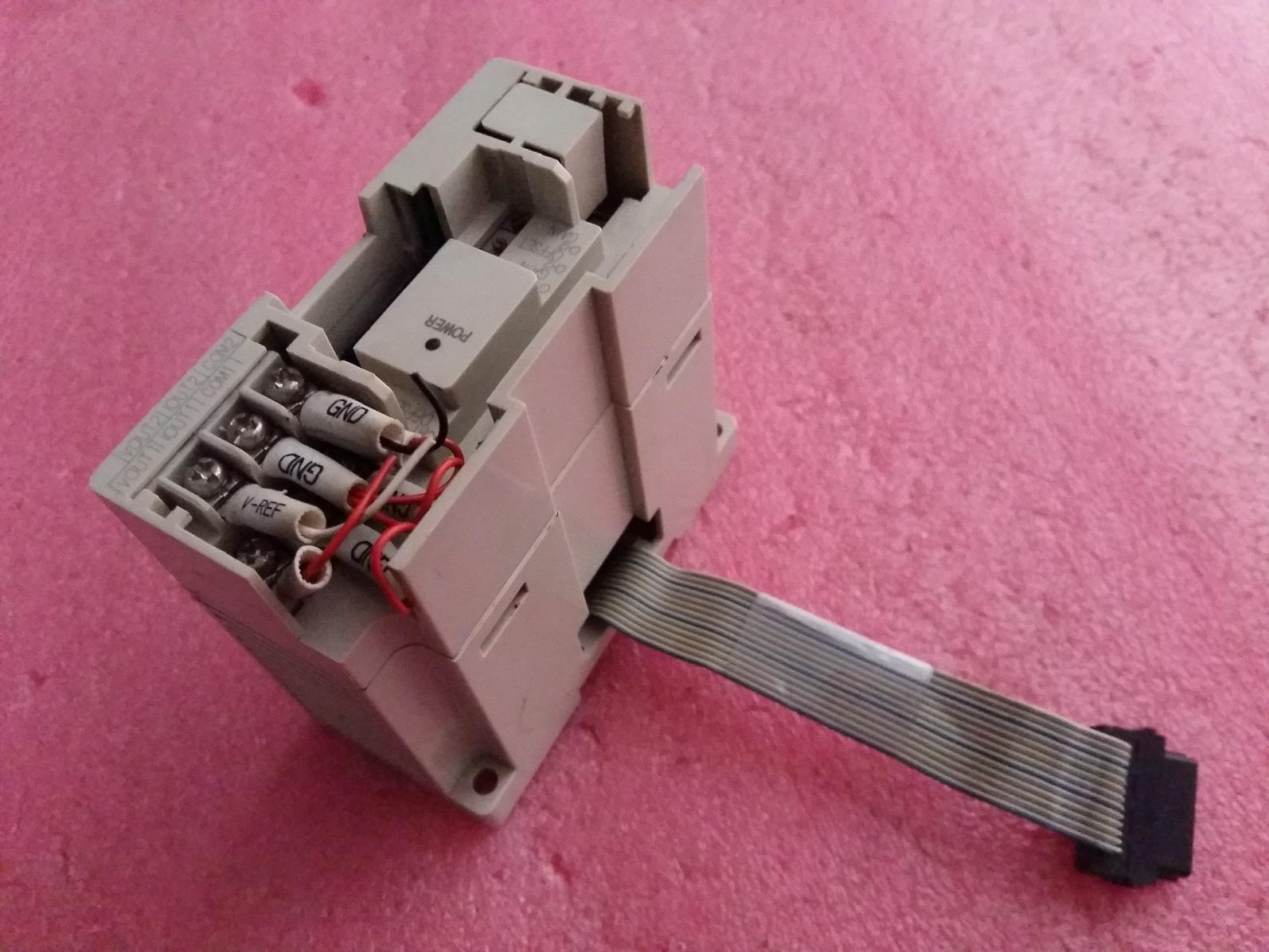 原装GEMAXの三菱PLCアナログモジュールFX2N-2DA中古実物機能に包んで