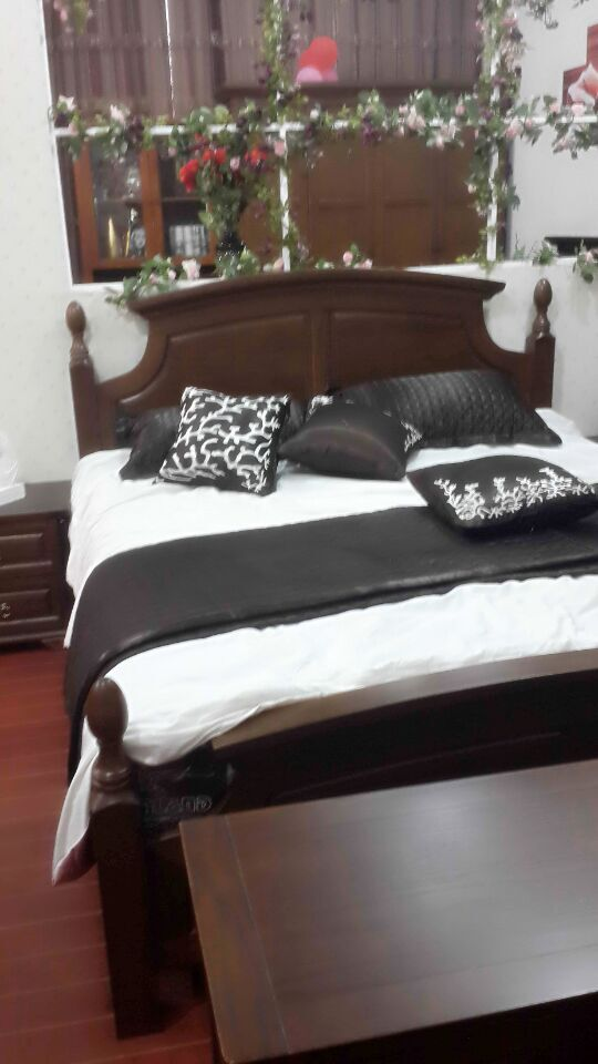 North American family all solid wood bed 1.8 meters red oak double bed simple American country bed