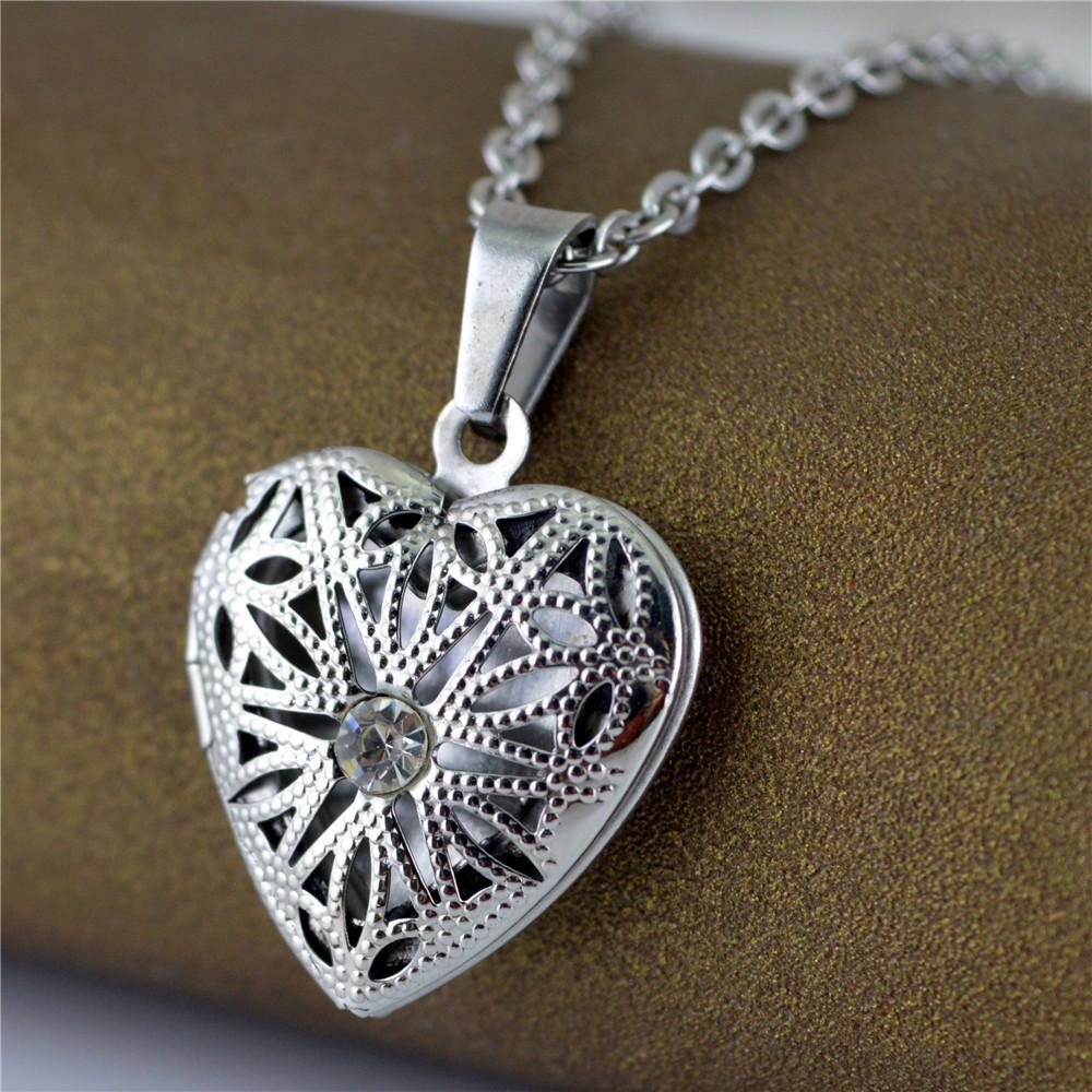Jogar fotos de titânio pingente de colar de coração aberto. STN649 jóias DIY custom lettering.