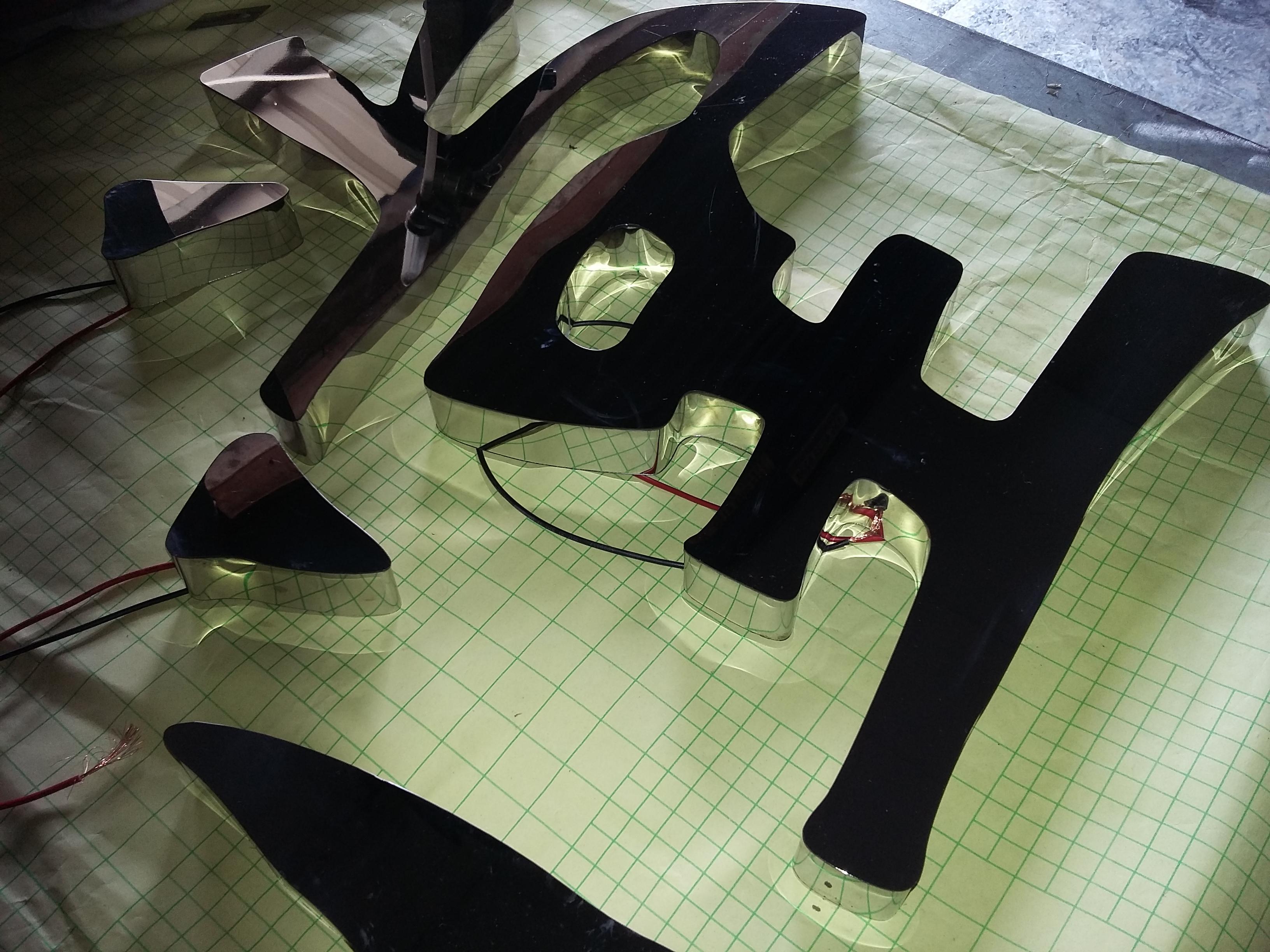 抽伸鏡面セイコーステンレス字镀钛字塗装チタングローブ面字门头壁のイメージデザイン