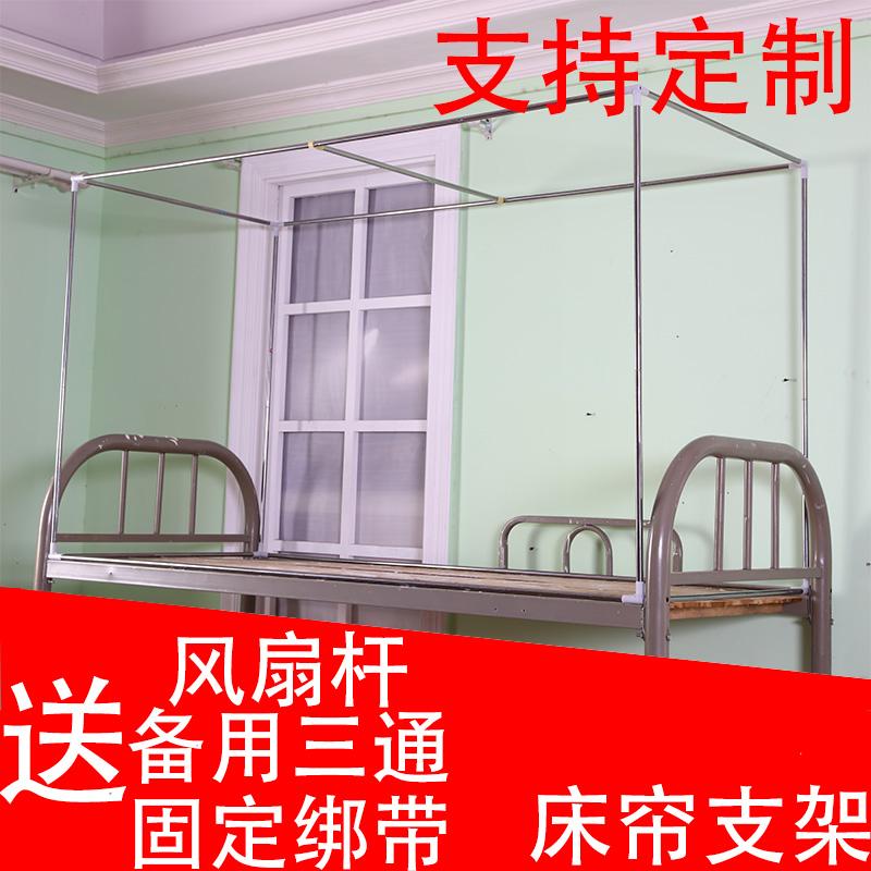 La Mesa con dormitorios dormitorio cama cama con cama de apoyo bajo la cortina de tela de mosquitero de la ayuda