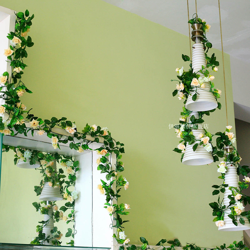 La decoración de las plantas verdes hojas de vid falsas hojas de caña de flor de vid en las tuberías, cables de paquetes de aire acondicionado