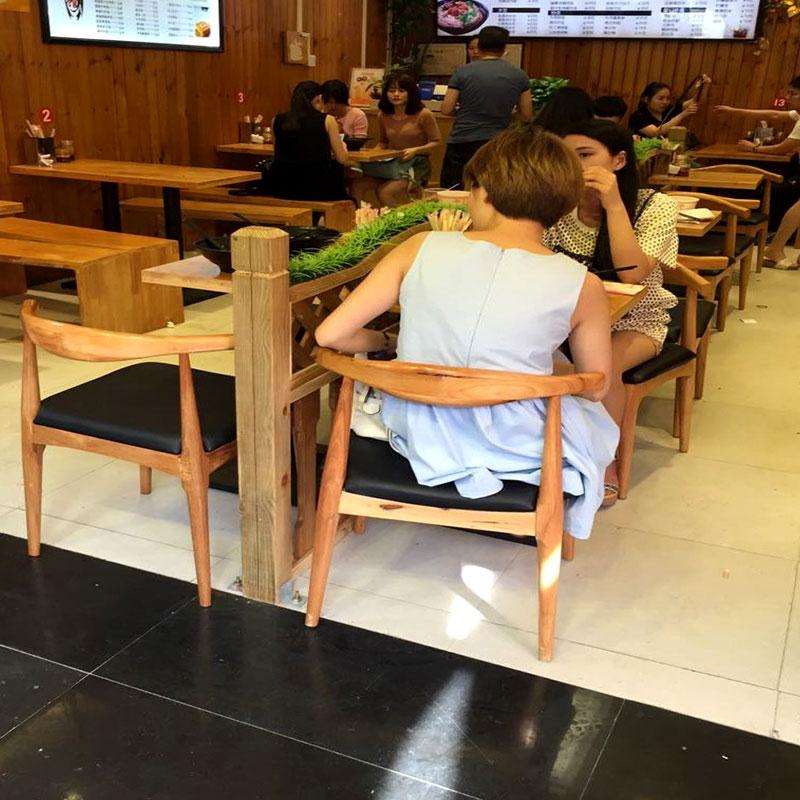 La simplicité de fer de table et chaise en bois massif table et chaise en bois massif de combinaison de tables et de chaises repas KFC 6 Groupe de la table