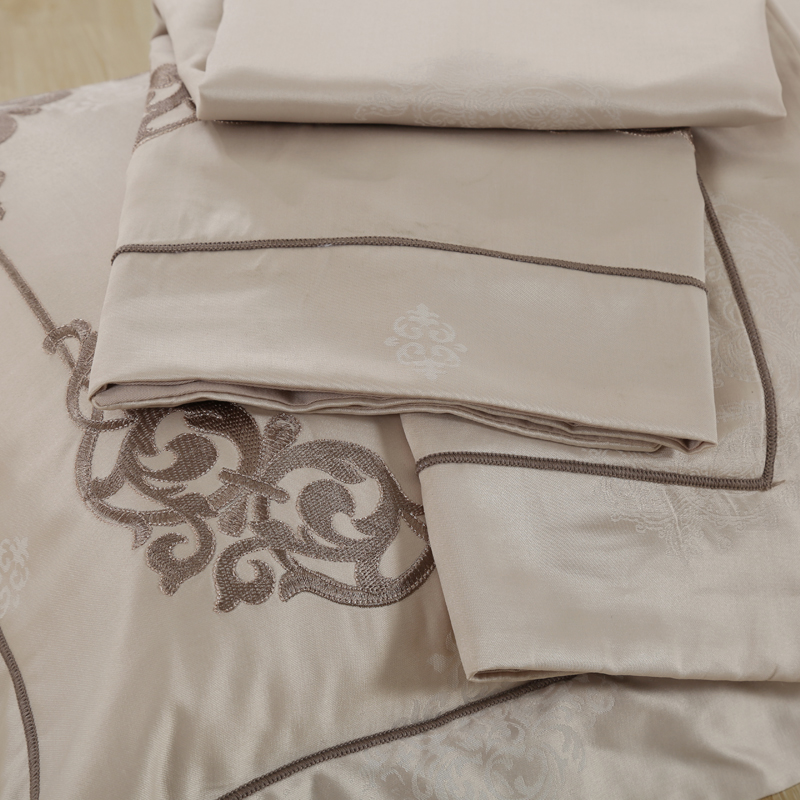 Violet textile four piece jacquard embroidery embroidery silk cotton satin wedding luxury bedding quilt
