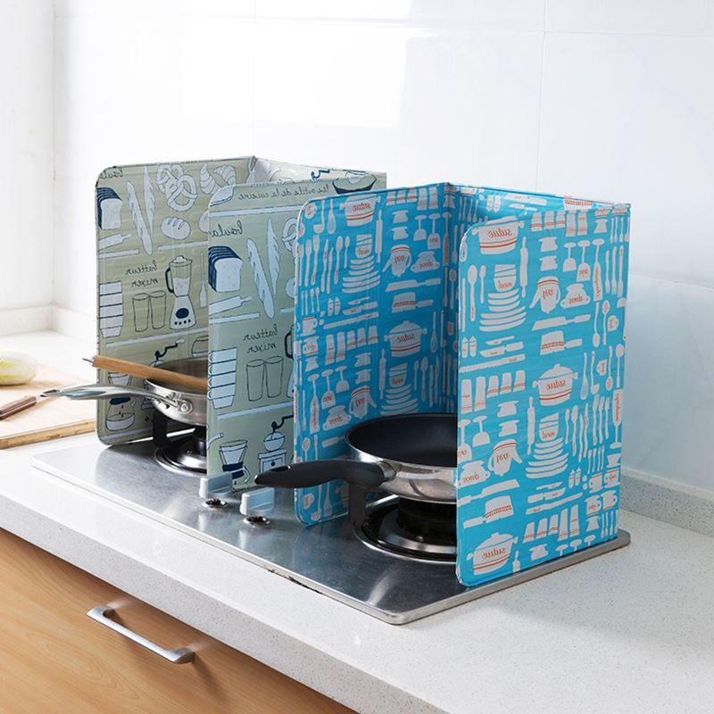 hus gasbrännare aluminiumfolie olja. värmeskölden olja för mat i köket. köket plask olja.