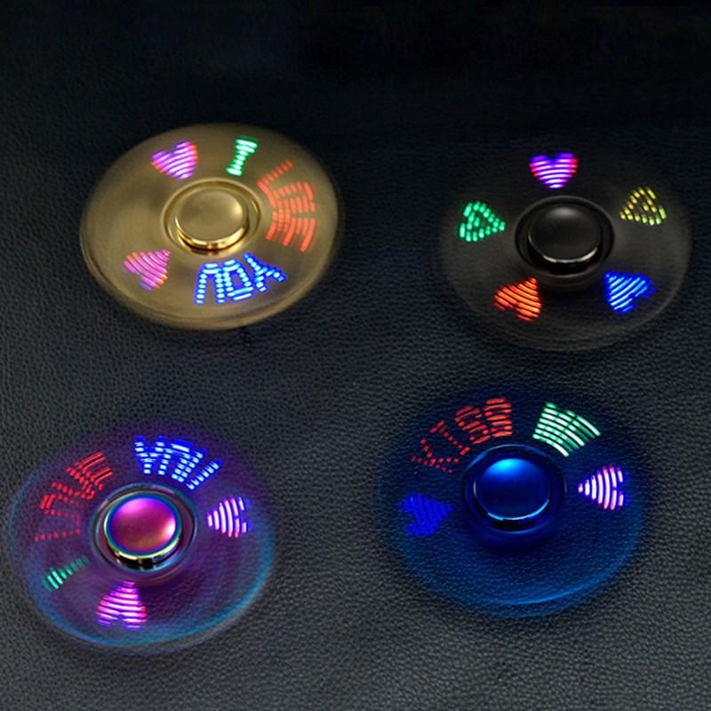 La punta de los dedos la carga de viento giroscopio encendedor adultos luz luminosa dedos giroscopio encendedor de personalización de letras
