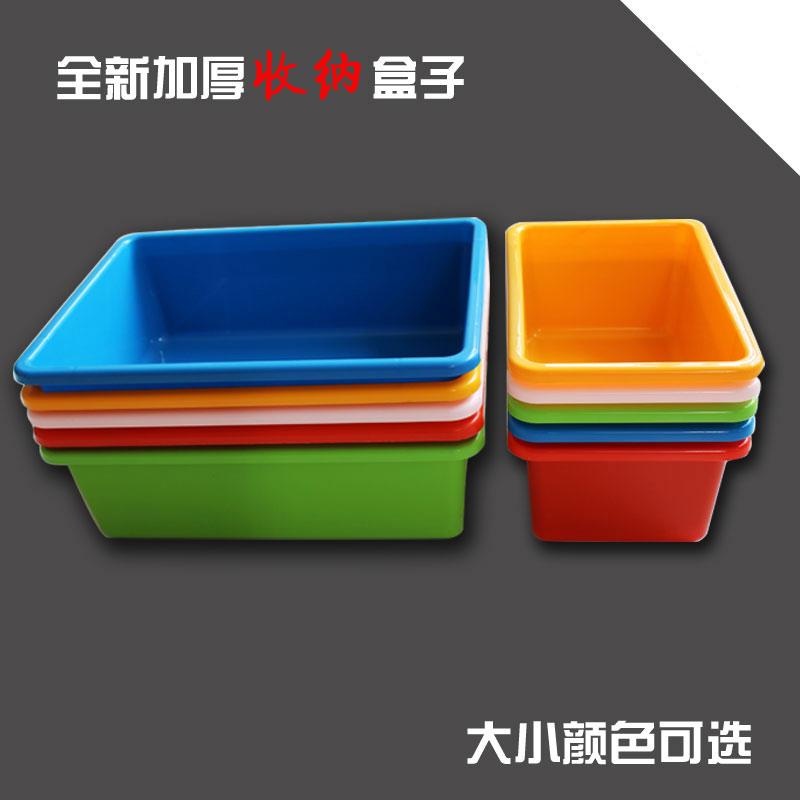 behållare med lock av plast lådor tjock rektangulär ram. ny klinker plast med lagring i en del av fält