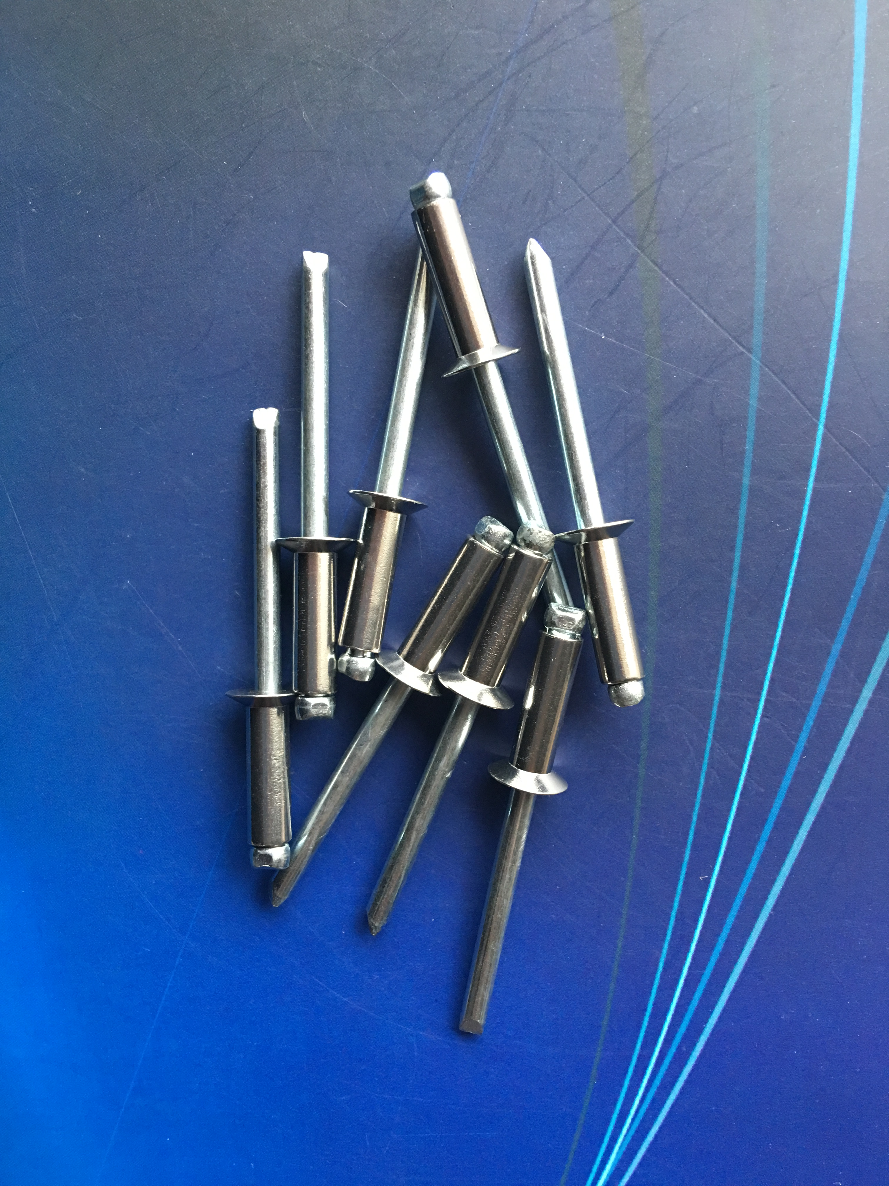 De helft van roestvrij staal GB/T12617 open zwaar hoofd klinknagels semi - staal open hoofd nagels 4.8