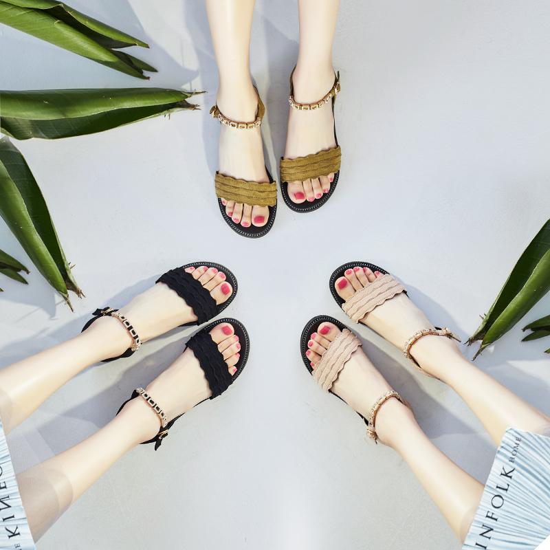 平底凉鞋女夏2017新款韩版时尚水钻一字扣带罗马女士中跟凉鞋百搭