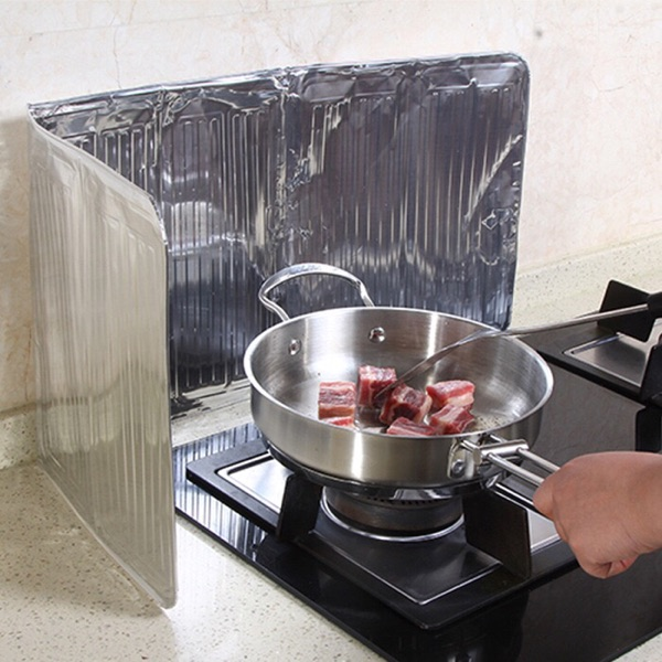 Japanese creative kitchen gas stove oil baffle, oil foil foil cooking oil spill splash insulation baffle
