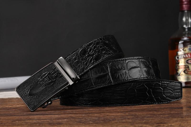 男性のベルトは、靑年の牛革とカジュアルワニ、個性的なビジネスベルトを、男性は自動的に
