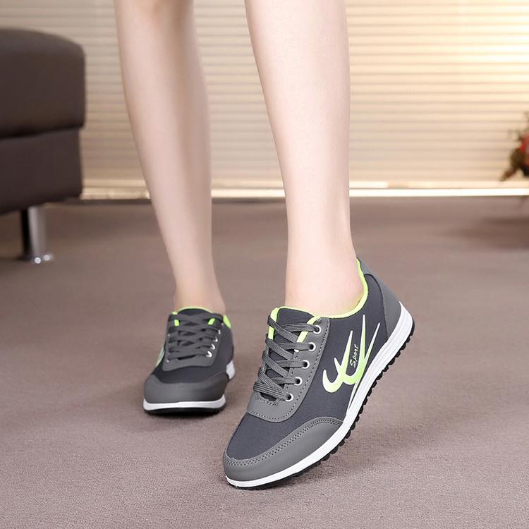 秋冬中年妇女运动鞋女妈妈休闲跑步鞋网面透气软底防滑学生旅游鞋