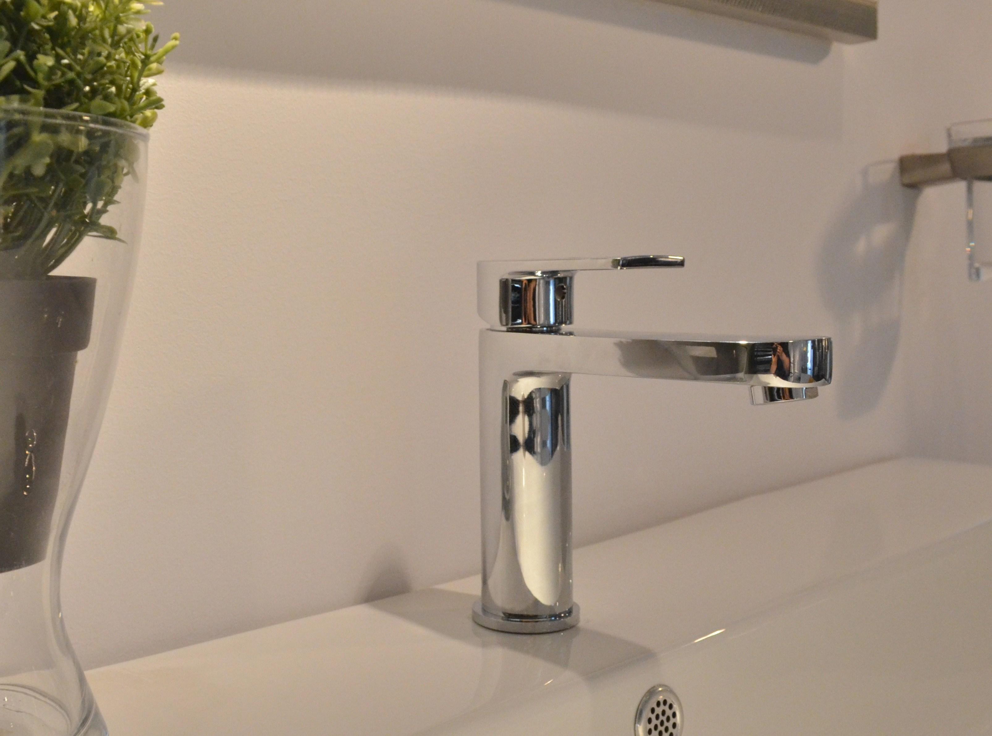 IL Bacino di rubinetto di caldo e Freddo tutto il Rame Valvola principale del Bacino del rubinetto del Bagno un lavandino nel bagno del singolo contro il