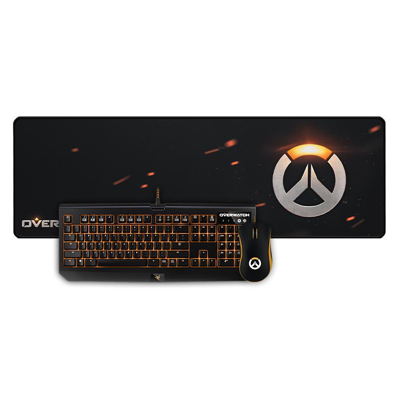 la o tastatură un mecanic. văduva neagră, mouse pad /