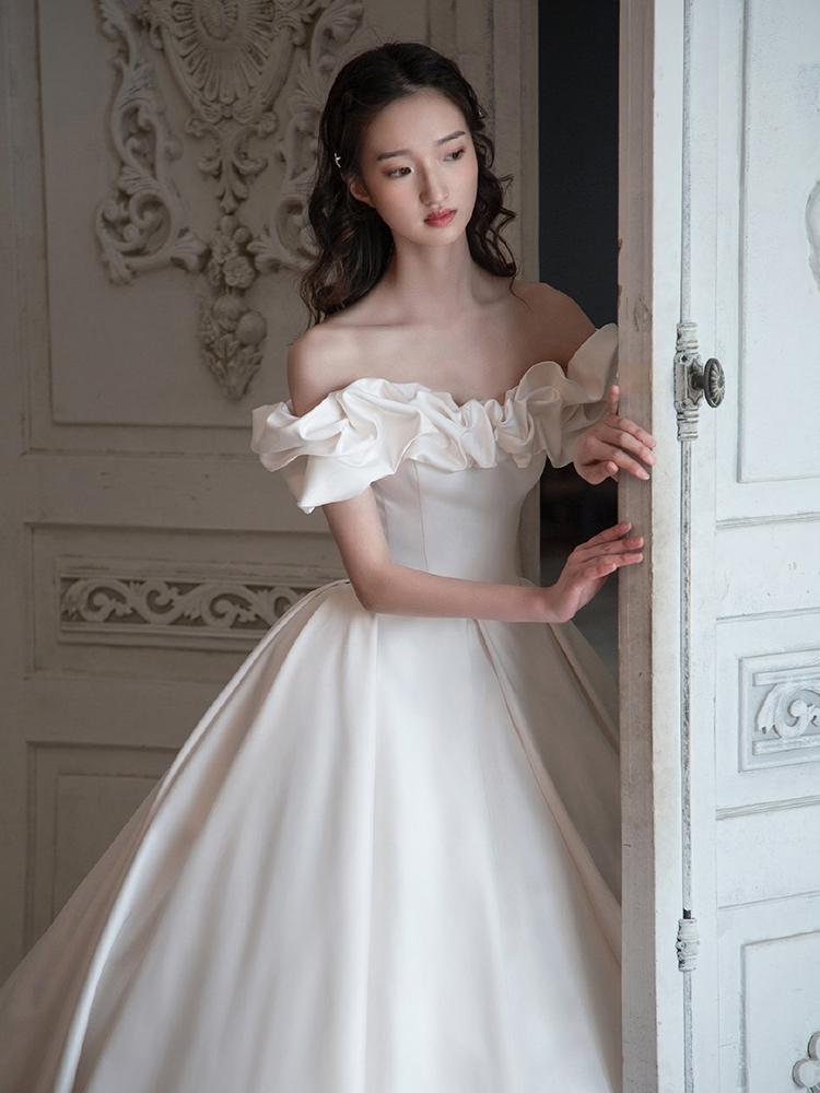 Kinh nghiệm chọn váy cưới