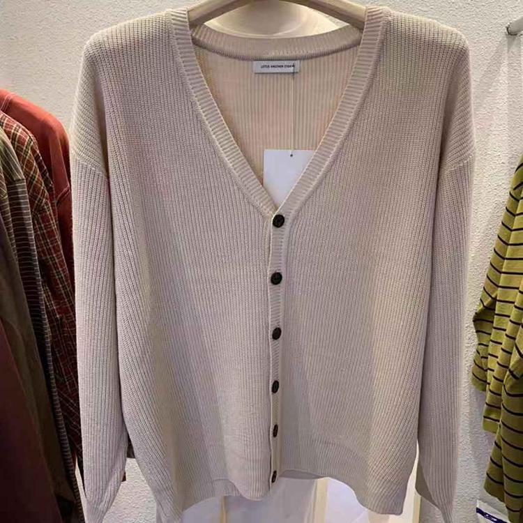 APM Dongdaemun Quần áo nam Hàn Quốc mua áo len cổ chữ V kiểu dáng rắn, áo len dệt kim giản dị - Hàng dệt kim