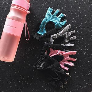 Mùa hè tập thể dục găng tay nữ non-slip mang găng tay thể thao hollow nửa ngón tay chăm sóc palm thiết bị cổ tay thanh ngang đào tạo đồ bảo hộ