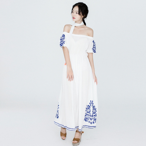 5590#(實拍)Tularosa 氣質刺繡露肩系帶長連衣裙 2色