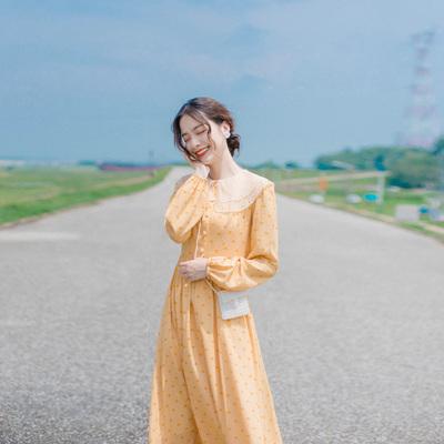 秋装年新款法式复古长裙海边度假沙滩裙气质娃娃领早秋连衣裙