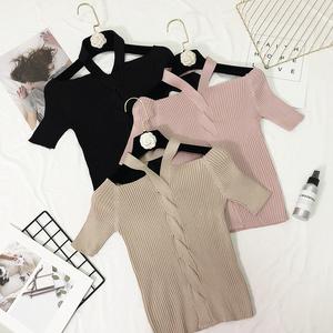Phần mỏng áo len ngắn tay áo nữ mùa hè 2018 Hàn Quốc phiên bản mới tự trồng từ cổ áo quây treo cổ áo sơ mi chặt chẽ t- shirt