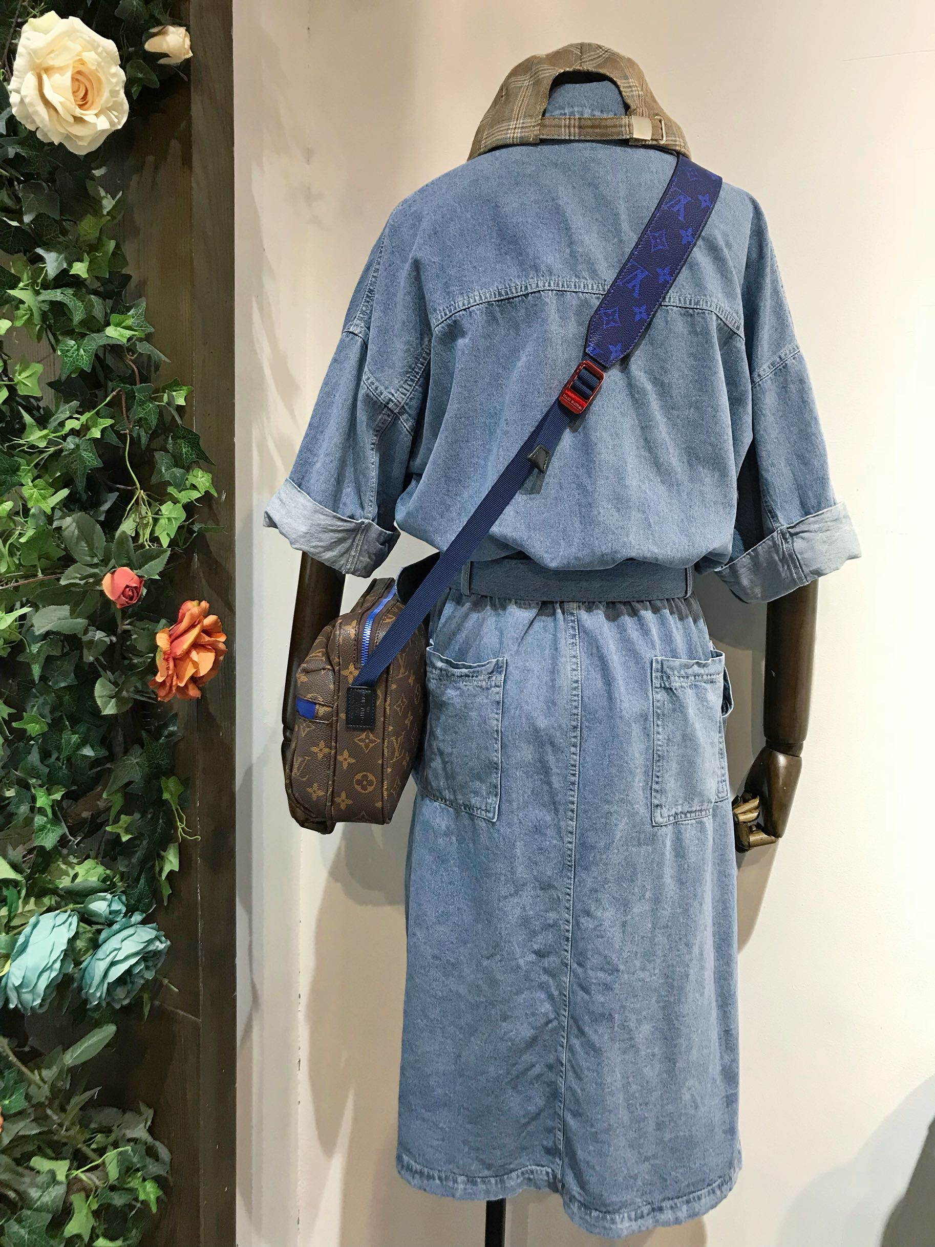 SEVE Yi Rong quốc tế 2018 mùa hè mới với vành đai phía trước chia Châu Âu và Mỹ phong cách denim mỏng váy 3386