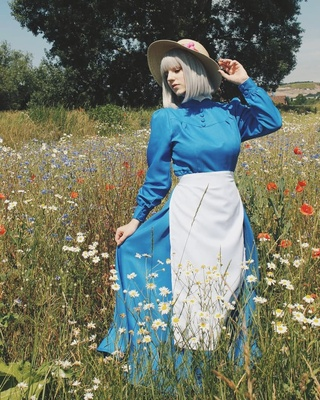 taobao agent Howl's Moving Castle Blue Dress Older Sophie Sophie Coswear/Silver White Bobo Wig