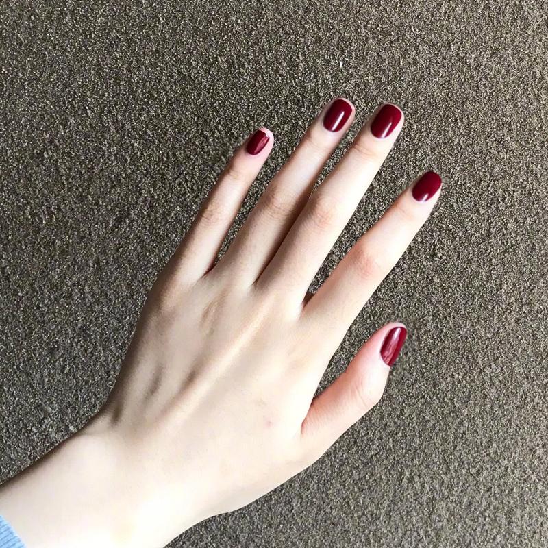 美甲贴成品短款酒红车厘子色摘戴美甲可拆卸纯色显手白假指甲成品