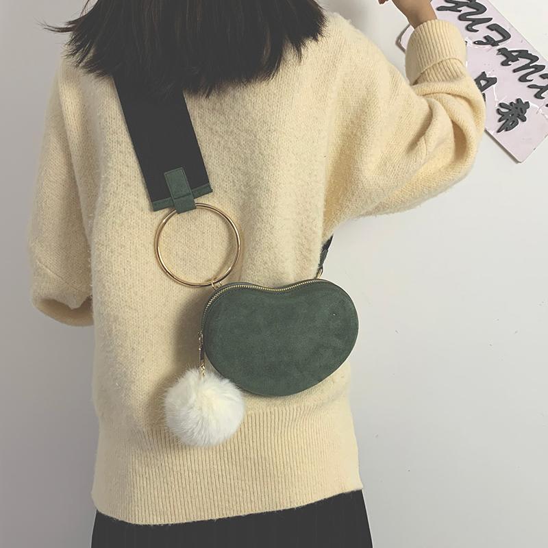 磨砂贝壳包宽肩毛球小包包女包新款潮百搭斜挎包时尚单肩