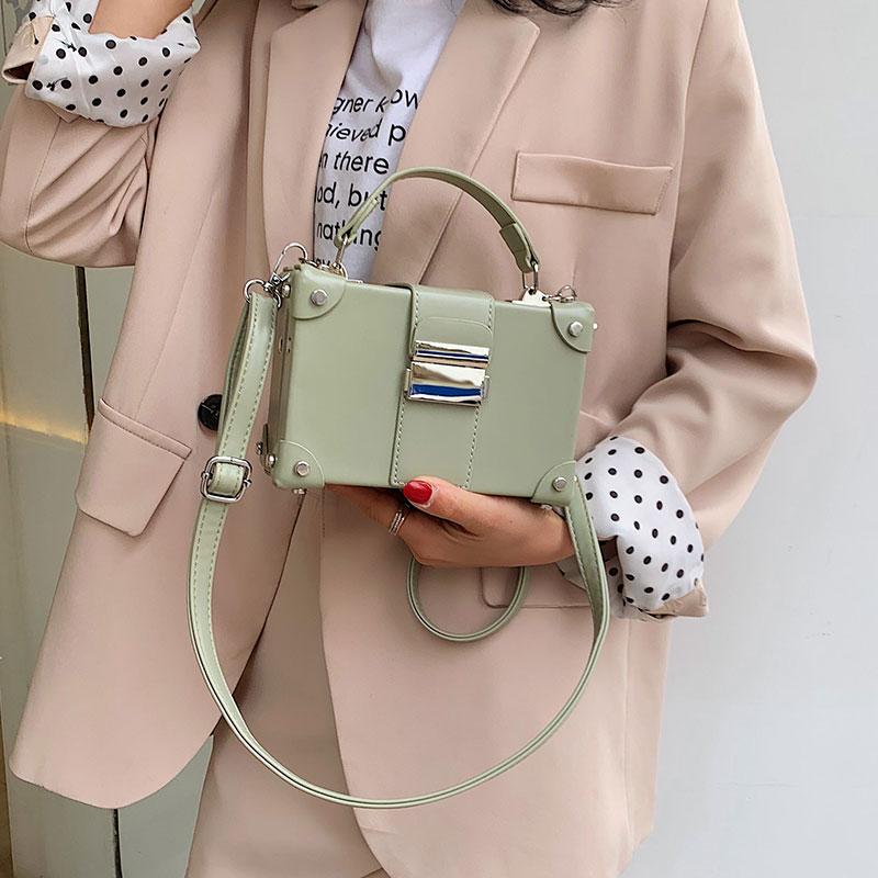 洋气小包包女新款百搭单肩斜挎手提包时尚铆钉休闲盒子包