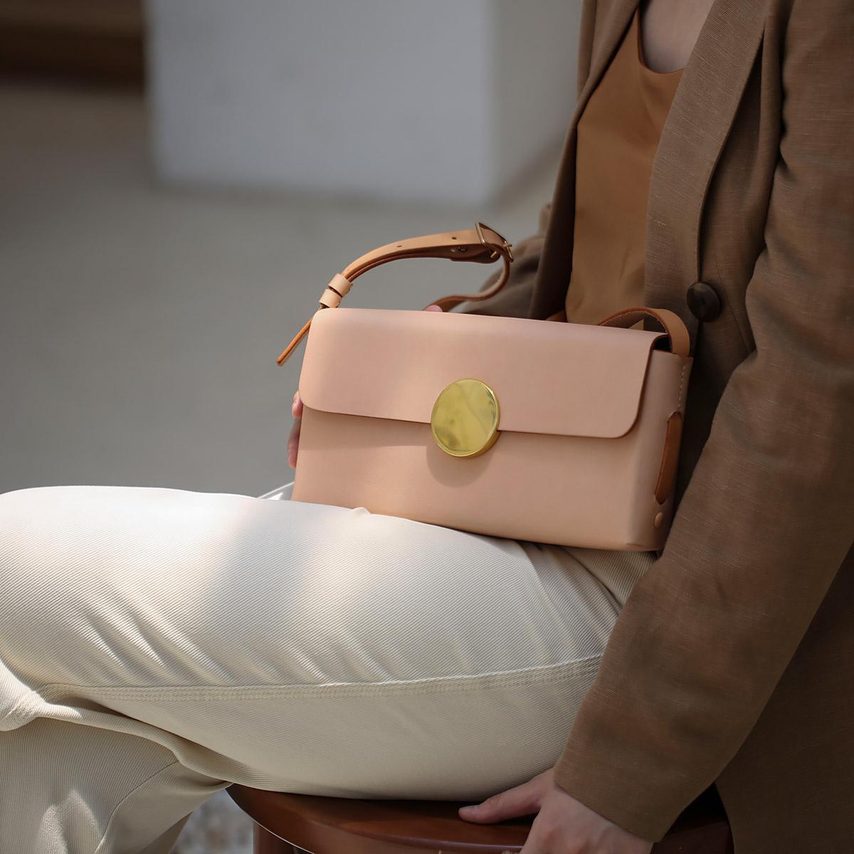 菩提说FOSTYLE 植鞣牛皮小众复古高级感简约方枕包单肩斜挎小方包