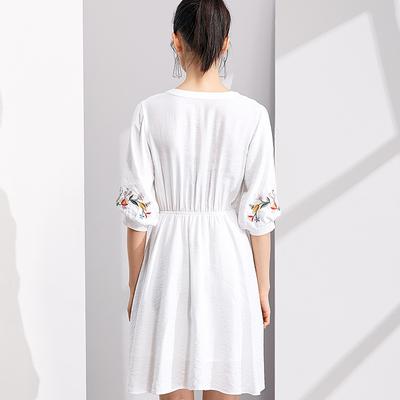 [Giá mới 129 nhân dân tệ] 2018 mùa hè mỏng tươi v- cổ thêu đèn lồng tay áo đầm đầm trắng Sản phẩm HOT