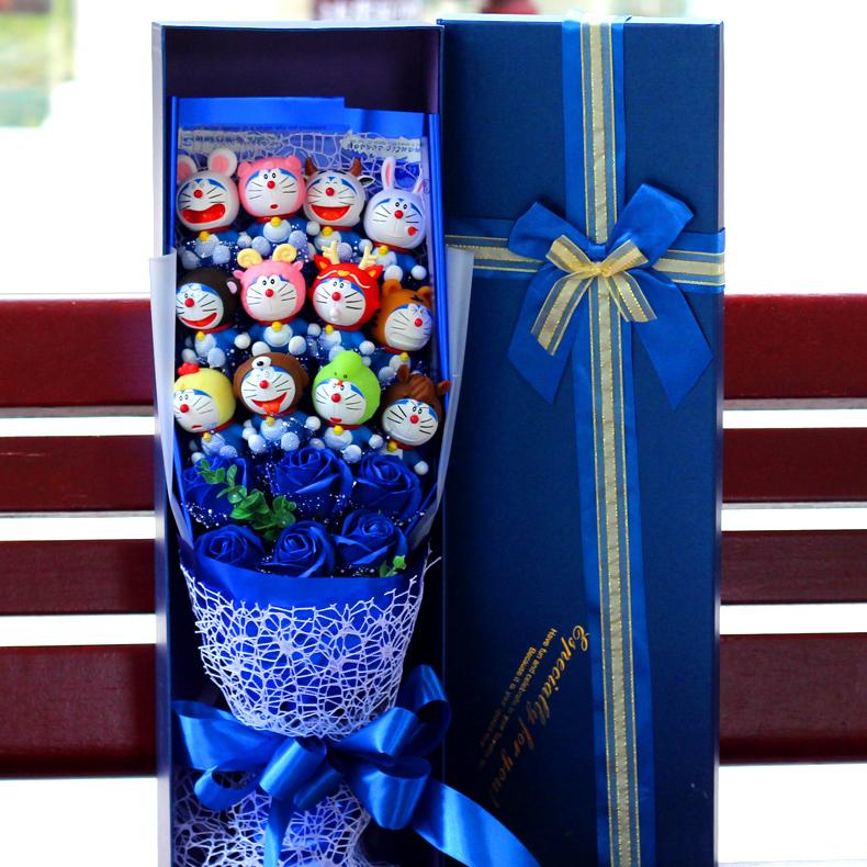 Doraemon máy búp bê mèo KT mèo Hello Kitty phim hoạt hình bó hoa búp bê leng keng mèo bó hoa hộp quà tặng hoa món quà