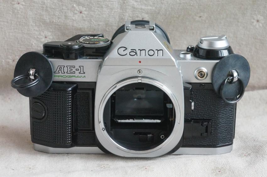 Màu sắc tốt Canon AE-1P độc lập có thể được trang bị máy ảnh phim ống kính để gửi pin thực sự bắn bản đồ nhiều lựa chọn